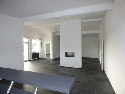 Energieausweis folgt! Hochwertige Büroräume mit Präsentations-/Seminarraum und Südbalkon