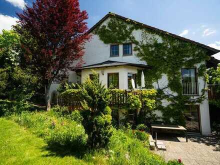 Attraktive Doppelhaushälfte in guter Lage mit 6 Zimmern + Blick aufs Schloss +