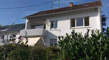 Sonnige, moderne 3-Zimmer-Wohnung mit Balkon und großem Garten