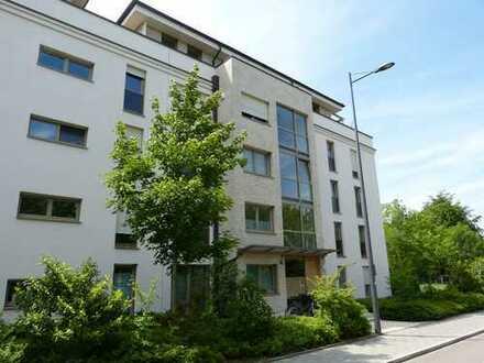 Schicke 4-Zimmer-Wohnung mit EBK, Aufzug und großem Südbalkon in Bogenhausen