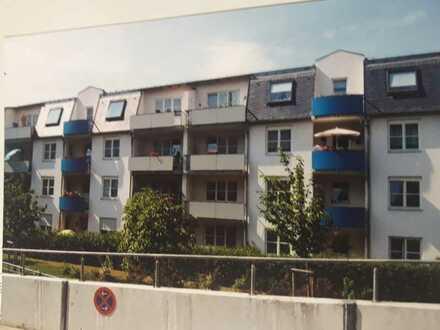 Erschwingliche und vollständig renovierte 2,5-Zimmer-EG-Wohnung mit EBK und Balkon in Plauen
