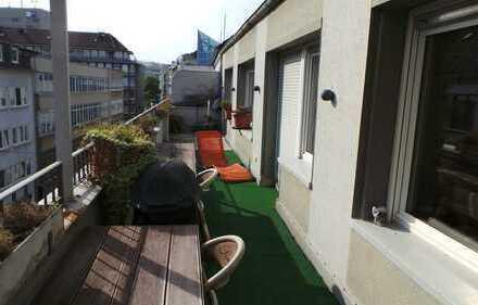 200 m von der Königsallee - Teilmöblierte Terrassenwohnung auf zwei Ebenen. Ohne Provision!