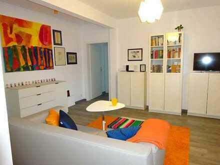Moderne, gepflegte 2-Zimmer-DG-Wohnung mit Balkon und EBK