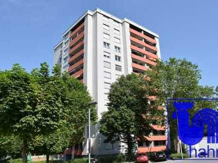 Gelegenheit: Große 4-Zimmer-Hochhauswohnung in naturnaher und ruhiger Lage - sofort frei