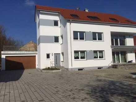 Schöne, geräumige drei Zimmer Wohnung OT Gallenbach 3 Minuten zur A8 Ausfahrt Dasing