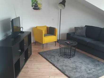 Stilvolle, möblierte, neuwertige 2-Zimmer-Dachgeschosswohnung mit EBK in Pforzheim Stadtmitte