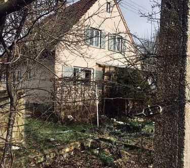 Älteres, entkerntes Einfamilienhaus, bahnhofsnah