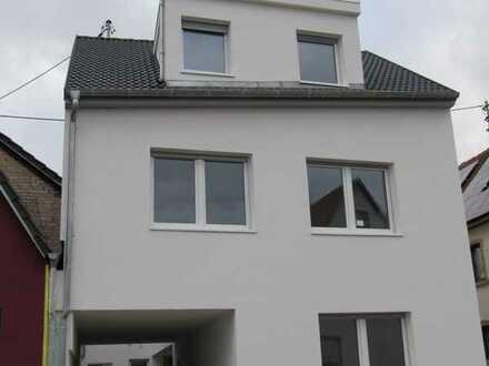 Neubau: Großzügige, moderne Doppelhaushälfte in Lingenfeld