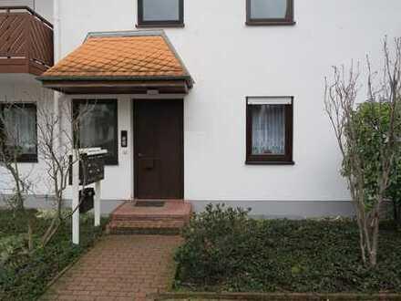 Schöne 2-Zi. Erdgeschosswohnung + Stellplatz + Terasse + Gartenanteil, von privat!!