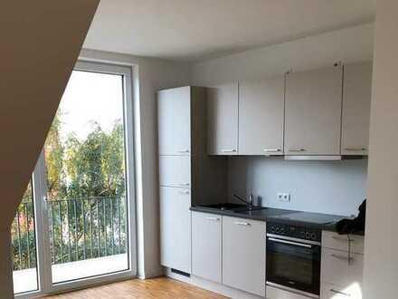 Hochwertige Penthouse-Wohnung mit sonnigem Balkon in Alster-Nähe
