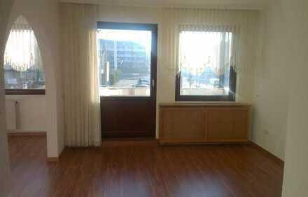 Zentral gelegene 2 Zimmer Wohnung mit Einbauküche und Balkon
