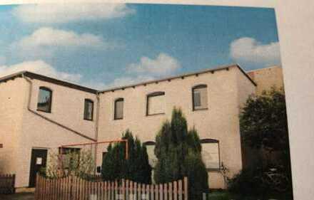 Geschmackvolle Hochparterre-Wohnung mit vier Räumen und EBK in Braunschweig