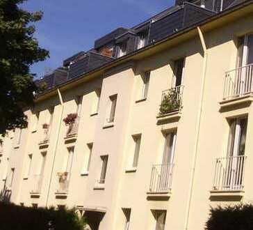 Komplett modernisiert, großzügig geschnitten, sehr gut ausgestattet! 2-Zi-Wohnung mit Balkon!