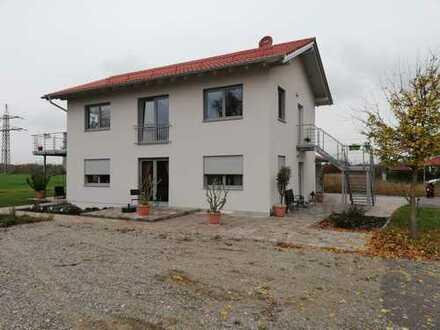 Schöne vier Zimmer Wohnung mit Garten und überdachter Terasse in Mühldorf