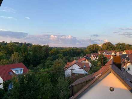 Gepflegte 4-Zimmer-Maisonette-Wohnung mit Balkon und Einbauküche in Stuttgart