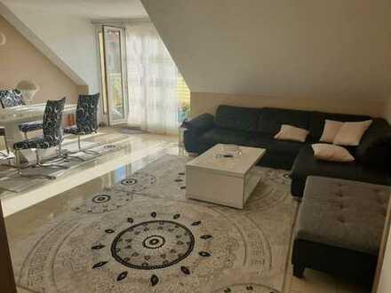 Stilvolle, geräumige 3-Zimmer-Wohnung mit Balkon und Tiefgarage in Niehl, Köln
