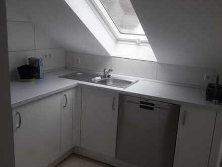 Neuwertige DG-Wohnung mit zwei Zimmern und Einbauküche in Wiesloch