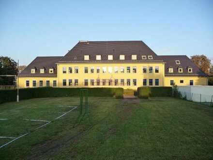 Reha- und Krankenpflegeimmobilie in Gotha; mit Fahrstuhl (Kaufpreis unter 700€ / m²) und provisio...