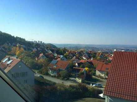 Nähe Rhön-Klinikum: 2-Zimmer-Dachgeschosswohnung mit EBK in Bad Neustadt an der Saale