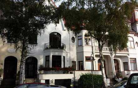 Schwachhausen:TOP 5,5 Zimmer Maisonette Wohnung, Balkon+Sonnenterrasse, ca. 175 m² im Altbremer Haus