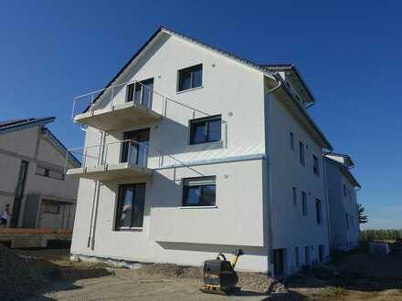 Erstbezug - 3 ½-Zimmer-Obergeschoss-Wohnung mit Einbauküche, Balkon und PKW-Stellplatz