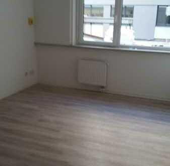 Sportler Wohnheimzimmer mit eigener Nasszelle und Gemeinschaftsküche