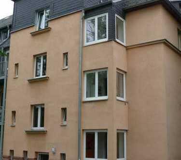 Großzügige 4-Raum-Wohnung mit Balkon u. Stellplatz in ruhigem 4-Familienhaus in Reichenhain