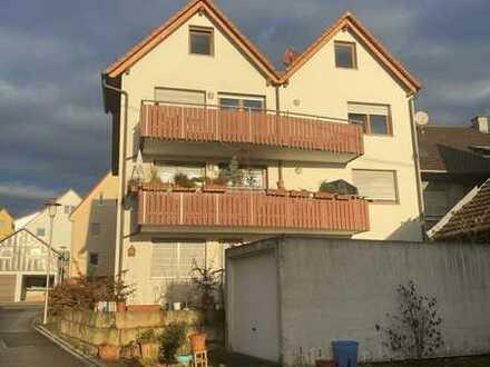 Gut vermietete Kapitalanlage in Walddorfhäslach - neuwertiges MFH mit Balkonen, Garten und Garagen!