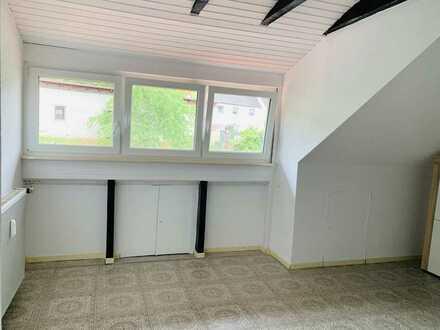 Sanierte 3-Zimmer-Küche Bad,DG-Wohnung mit EBK in Ramsen
