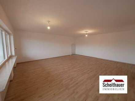 Helle + großzügige 3,5 Zimmer-Wohnung mit Garage, Balkon und traumhafter Aussicht über das Neckartal