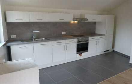 Modernisierte Dachgeschosswohnung mit neuer Einbauküche