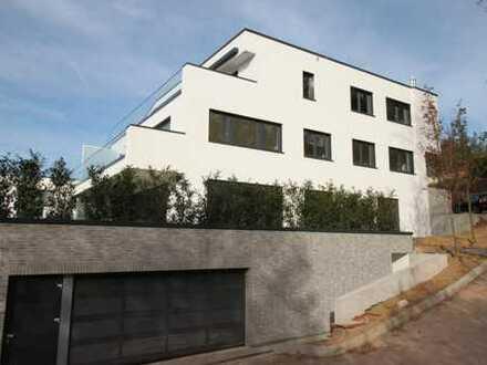 **Wohnen in bevorzugter Höhenlage** 4 ZW mit hochwertiger EBK, Balkon und 2 Stellplätze im 1. OG