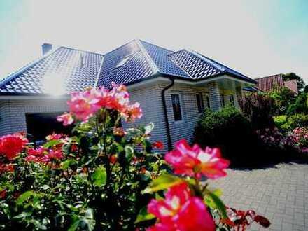 Bungalow in Weener, wunderschöner Garten, 250 qm WF, 8 Zimmer, ruhige Lage, Bj. 2004
