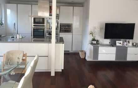 Helle lichtdurchflutete 4-Zimmer-Erdgeschosswohnung mit Einbauküche und Terrasse in Plochingen