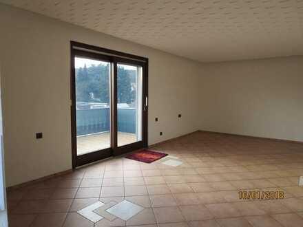 Schöne 5 -Zimmer Wohnung mit großem Balkon in Erlenbach am Main