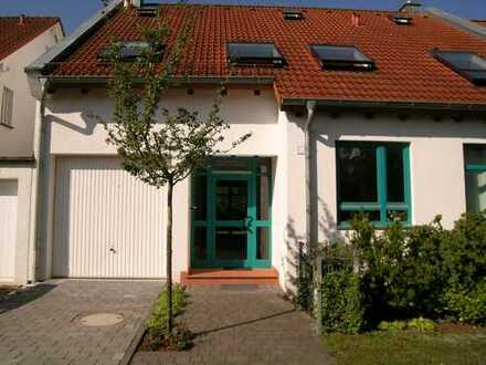Frankfurt-Süd, modernes Architektenhaus mit großem Garten, Garage, EBK und Sauna