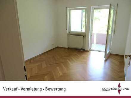 Achern: Attraktive 3 Zimmer-Wohnung, 95 m². Zentrale, ruhige Lage, 2 Balkone. 2 Stellplätze.
