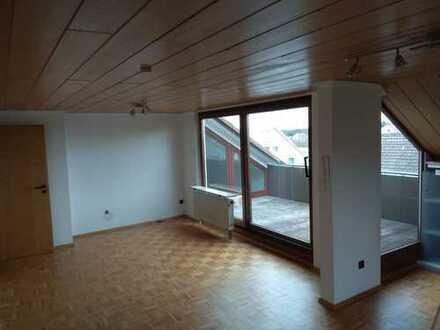 Vollständig renovierte 2,5-Zimmer-DG-Wohnung mit Balkon und EBK in westerheim
