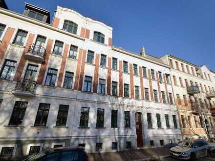 Kapitalanlage am Auwald: vermietete 4-Zimmer Maisonette * Echtholzparkett * Balkon * EBK