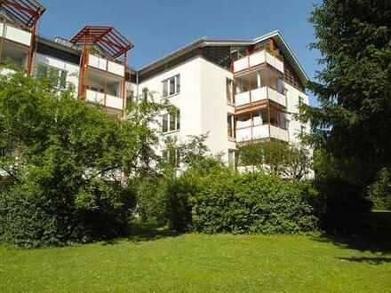 Nahe Ostpark - großzügig DG-Wohnung mit West-Loggia