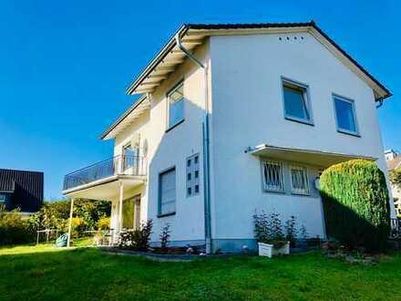Freistehendes frisch saniertes Einfamilienhaus mit großer Terrasse in bevorzugter Lage in Godesberg