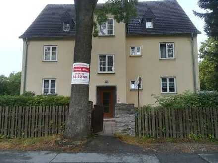 Preiswerte, modernisierte 2,5-Zimmer-Dachgeschosswohnung zur Miete in Plauen