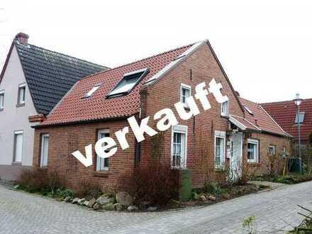 Gemütliches Einfamilienhaus(Ferienhaus), in ruhiger Wohnlage, in Hinte M1802
