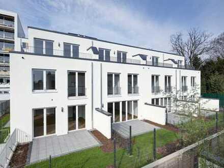 Benrath: Townhouse mit EBK, 2 Terrassen und Balkon - Rheinnähe