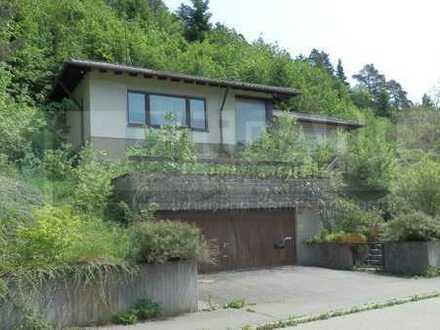 Toplage - Winkelbungalow mit Doppelgarage und großem Garten in Onstmettingen