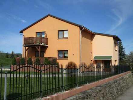 Neuwertiges Mehrfamilienhaus mit 4 Wohneinheiten ***6 Garagen***