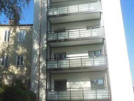 Sanierte, kleine 3-Zimmer-Wohnung in Zentrumslage