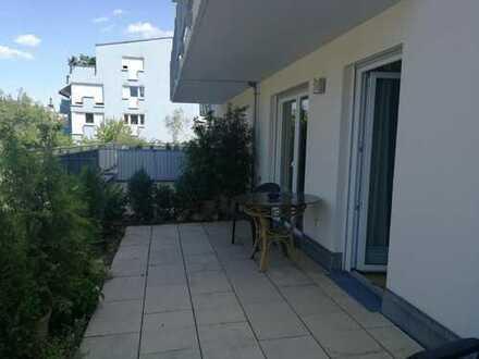 Neuwertige 2-Zimmer-Hochparterre-Wohnung mit Terrasse und EBK in den Naabwiesen
