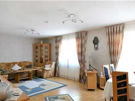 REMAX - 4 Zimmer/3 Schlafzimmer, 1 Bad, 1 Gäste-WC, Aufzug, Balkon in ruhiger Lage von Hagen-Haspe.