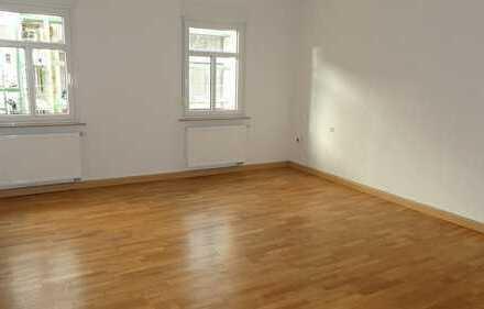 N-Muggenhof ! Sanierte chice 2-Zi-Altbau-Whg. ca. 76 m², Laminatböden, 2.OG ohne Aufzug